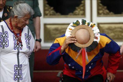 Chávez recibe una bendición de chamanes y aboga por un resurgimiento espiritual