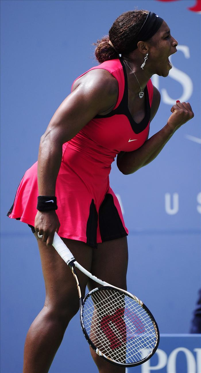 Serena Williams más cerca de su cuarto título tras apabullar a Wozniacki