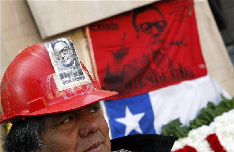 Incidentes marcaron la madrugada del 11 de septiembre que recuerda el golpe militar