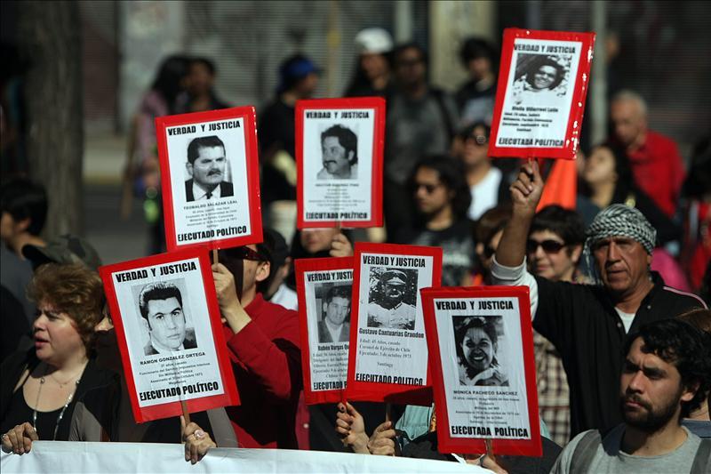 Enfrentamientos y barricadas en Santiago y otras ciudades chilenas