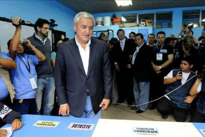 Pérez Molina encabeza los resultados preliminares en las elecciones de Guatemala