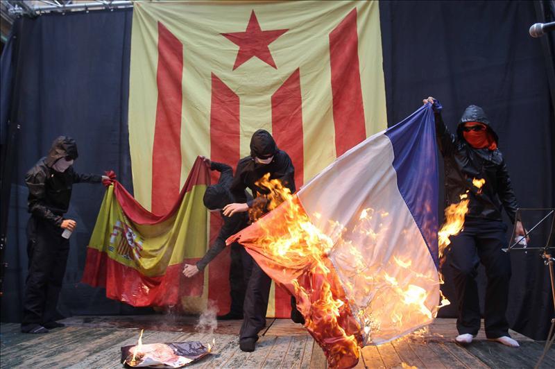 La Fiscalía pide informes sobre la quema de banderas de España en la Diada