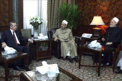 Erdogan dirige en Egipto duras palabras hacia Israel en el comienzo de su gira