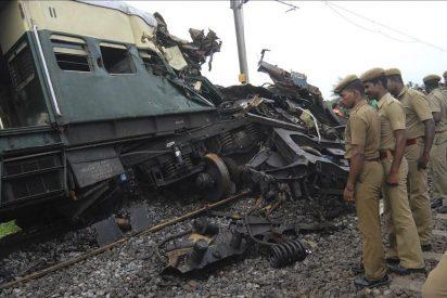 Nueve muertos y casi 100 heridos en un choque de trenes en la India