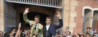 El rejoneador Pablo Hermoso y El Juli comparten puerta grande en Salamanca