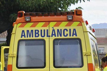 Un herido leve tras chocar un remolcador y verter combustible en Tarragona