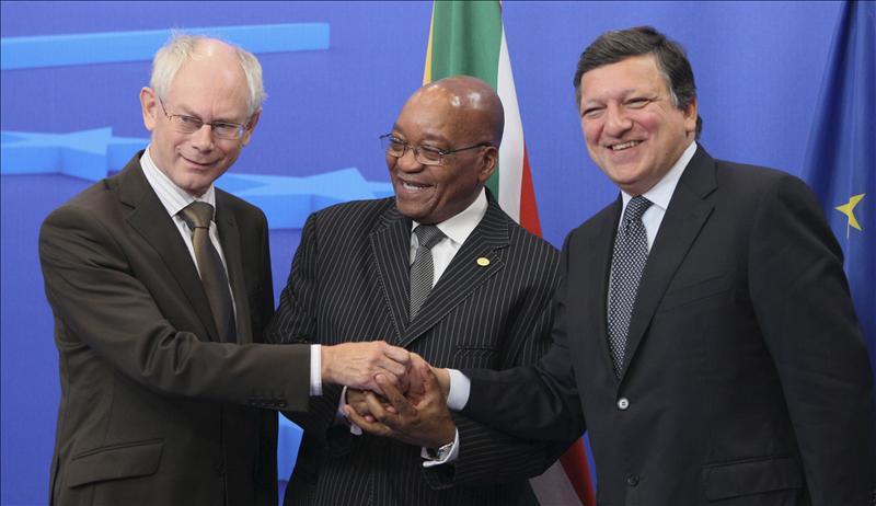 La UE acerca posturas con África y recuerda al CNT su papel transitorio en Libia