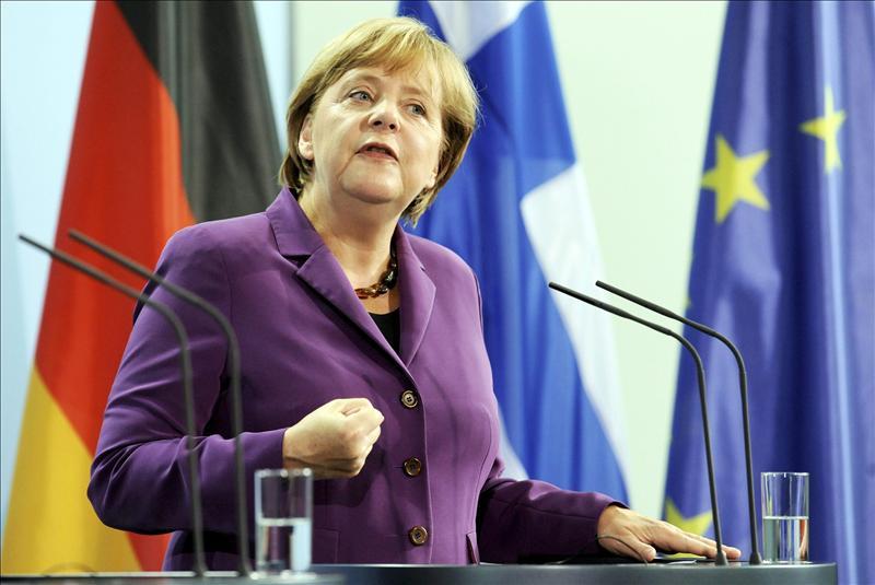 La canciller alemana se opone a la emisión de eurobonos pero asegura la ayuda