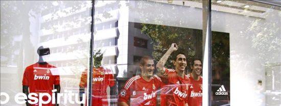 Di María, reclamo del Real Madrid para promocionar la nueva equipación roja
