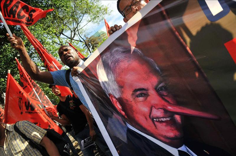 Sindicalistas lideran una marcha en rechazo al autoritarismo de Martinelli