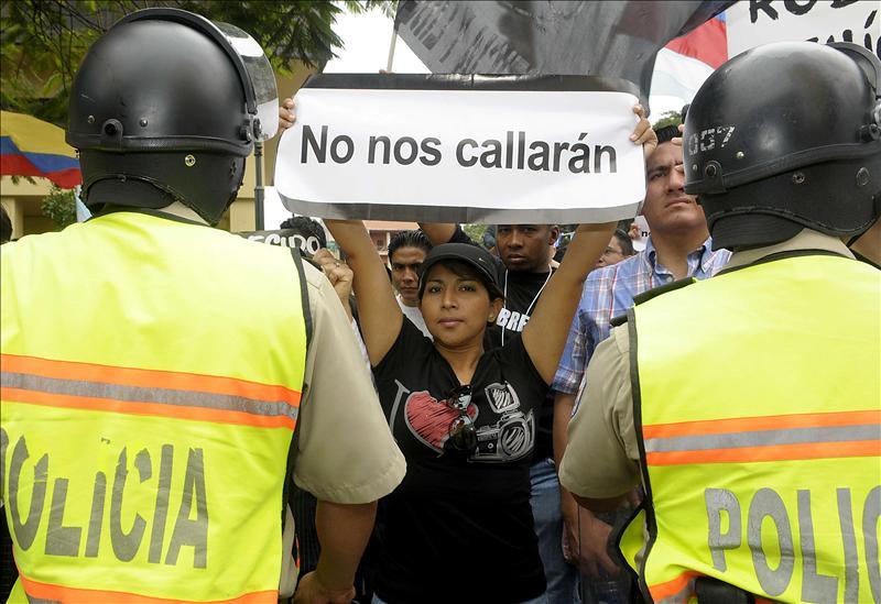 Correa y El Universo se enfrentan en una corte, que aplaza su dictamen