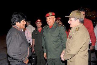 Morales inicia una visita oficial a Cuba y Chávez su cuarto ciclo de quimioterapia