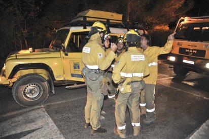 Unas mil personas evacuadas por un incendio forestal en Cala Llonga (Ibiza)