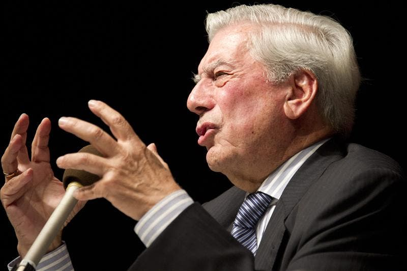 """""""Vanity Fair"""" concede a Vargas Llosa su primer premio de """"personaje del año"""""""