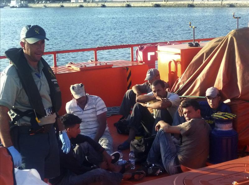 Interceptan 21 inmigrantes en tres balsas de playa en el Estrecho