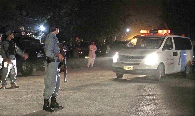 Mueren diez policías por la explosión de una bomba en el sureste de Afganistán