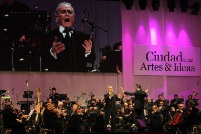 El tenor José Carreras deleita en un multitudinario concierto gratuito en Argentina
