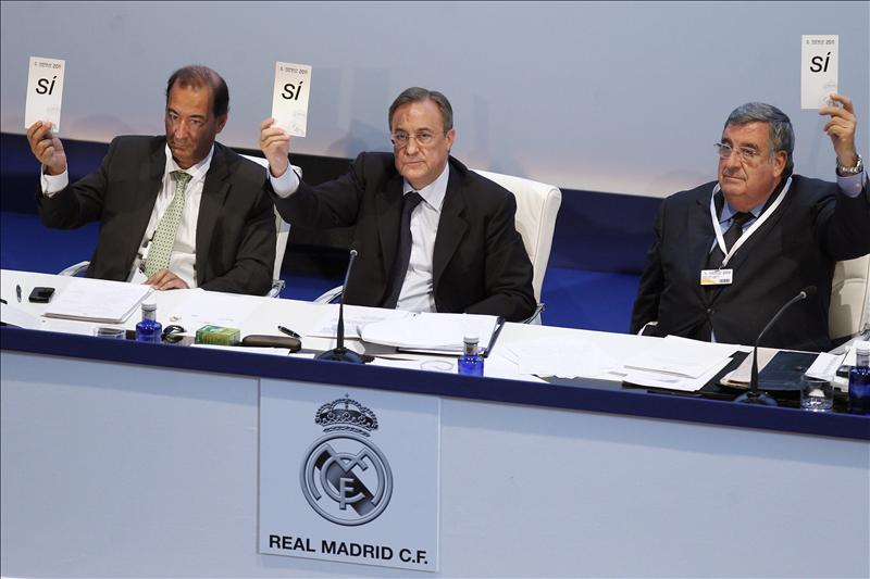 Los socios cuestionan las formas de Mourinho, Florentino las defiende