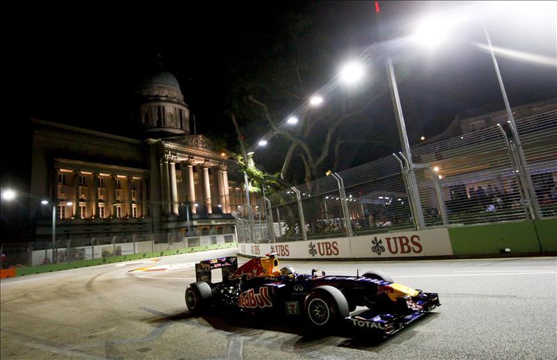Vettel gana en Singapur; Alonso acaba cuarto y cede el segundo puesto