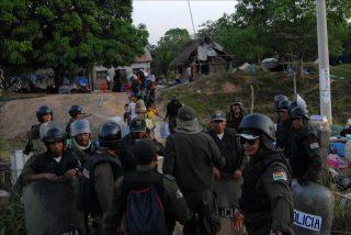 Dimite ministra y crecen las protestas por la represión violenta de una marcha indígena