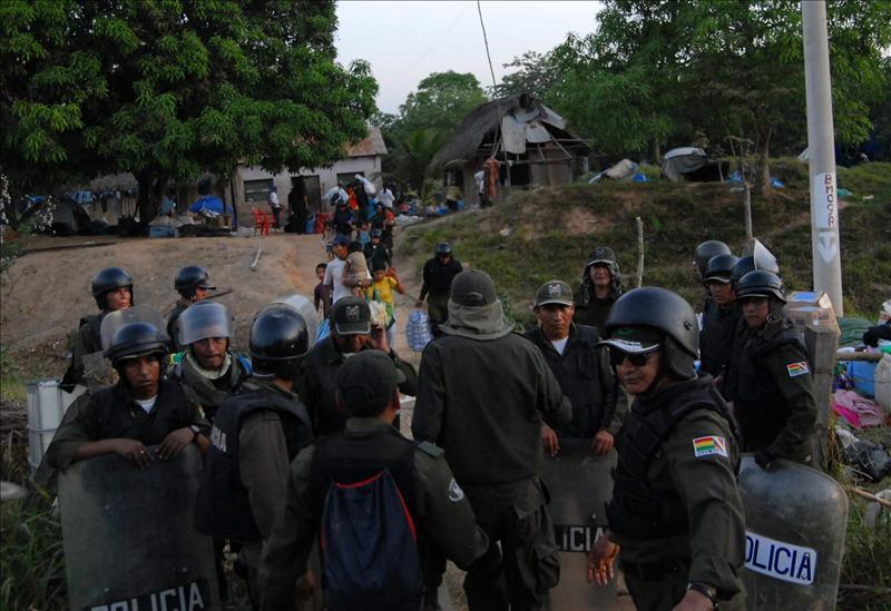 Gobierno de Morales niega muertos o desaparecidos al reprimir marcha indígena