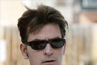 Charlie Sheen firma la paz con Warner Brothers