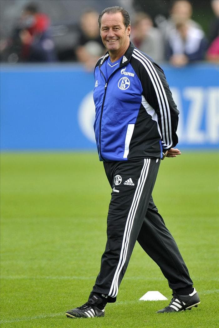 El Schalke 04 anuncia el fichaje de Huub Stevens como nuevo entrenador