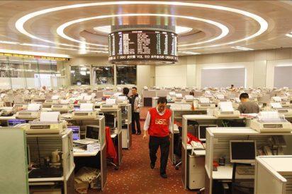 El índice Hang Seng bajó 163,24 puntos 0,90 por ciento a media sesión, hasta 17.967,31