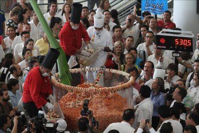 México prepara un cóctel de camarón de media tonelada, el más grande del mundo