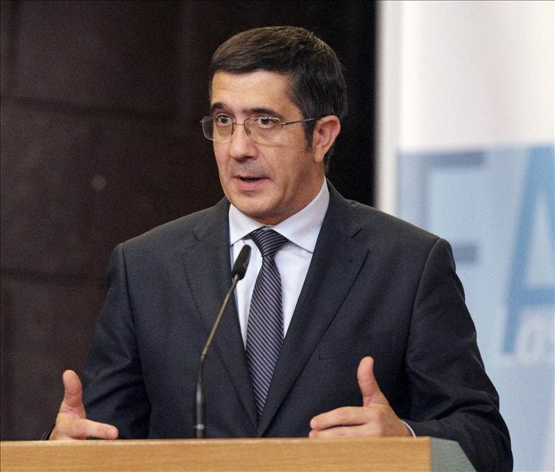 Patxi López interviene en el pleno de política general del Parlamento vasco