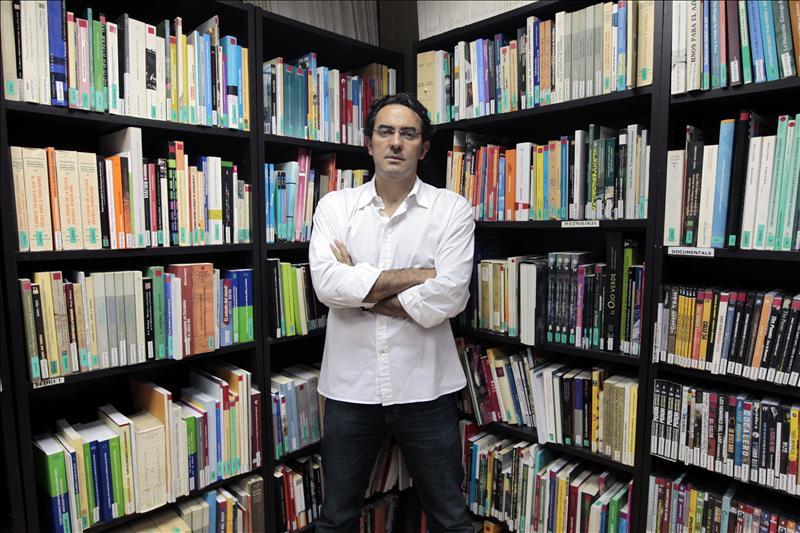 """Vásquez cree que """"la literatura no puede combatir la violencia, sólo entenderla"""""""