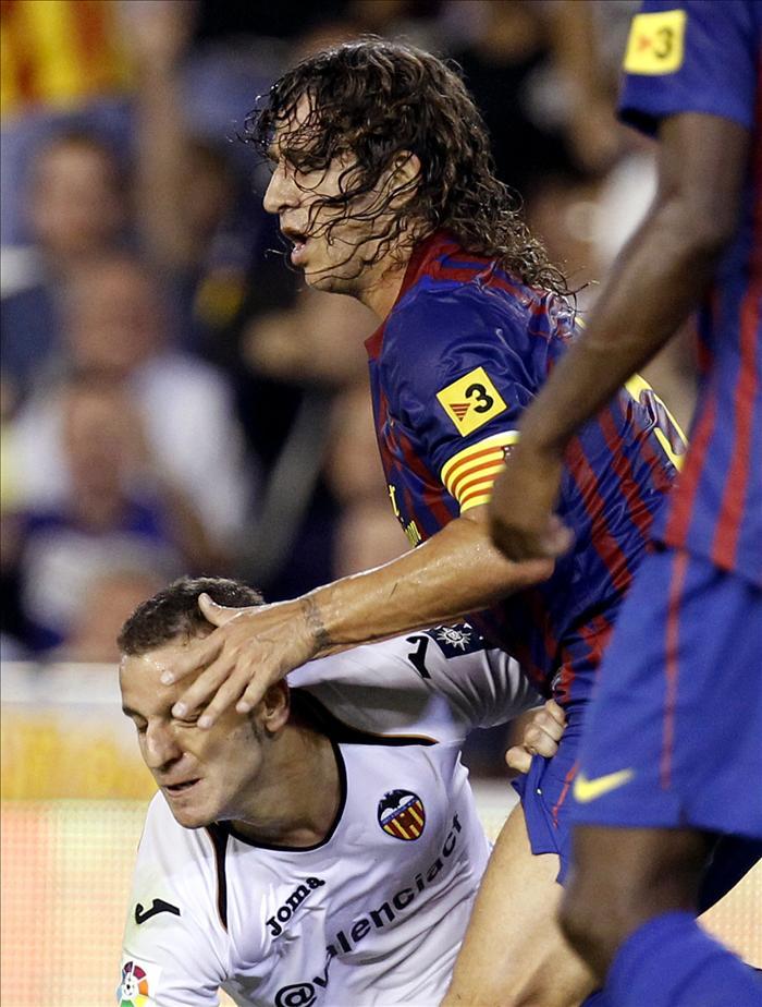 Puyol, con un golpe en el costado, duda ante el Sporting