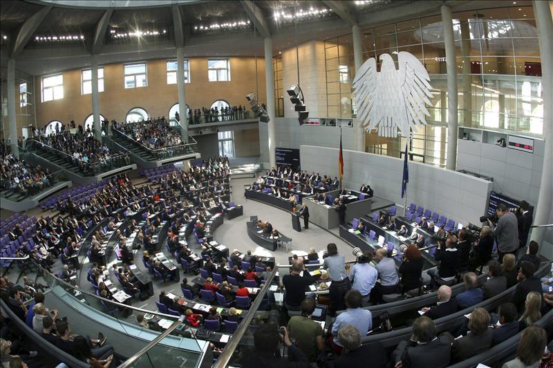 El Bundestag alemán aprueba la ampliación del fondo de rescate del euro