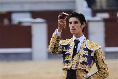 Víctor Barrio corta una oreja, premio al temple y al arrebato