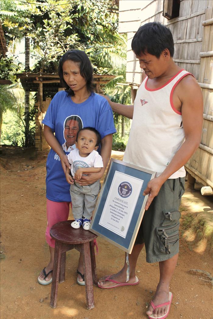 El hombre más pequeño del mundo, atrapado en la infancia
