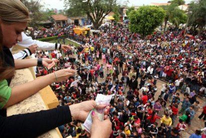 Llovió dinero del cielo en fiesta patronal del Paraguay 