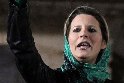 """La hija de Gadafi dice que su padre está vivo y cobate a los """"traidores"""""""