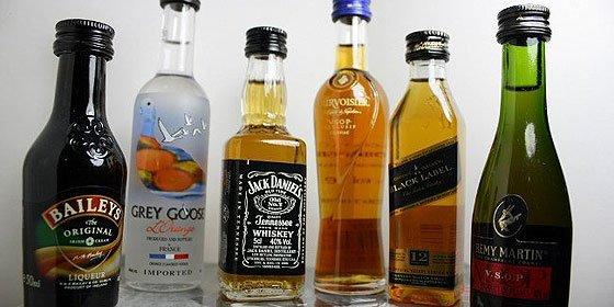 Mueren cinco personas en Colombia por beber licor adulterado