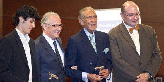 Antonio Gala entrega su premio de poesía a pesar de su enfermedad