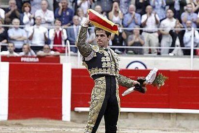 """Gritos de """"libertad"""" en la penúltima corrida de toros en Cataluña"""