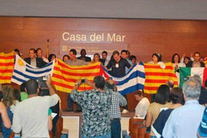 Latinos nacionalistas a favor de la inmersión
