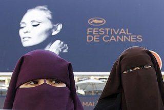 El Gobierno frances prohíbe a los musulmanes rezar en la calle