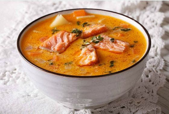 sopa de pescado con salmón