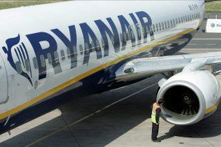 Un vuelo de Ryanair regresa al aeropuerto al desprenderse una ventana sellada con cinta adhesiva
