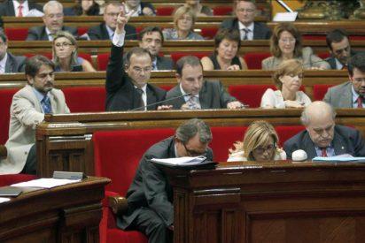 """El Parlament censura la """"ruptura de pacto constitucional"""" con la oposición de PSC y PP"""