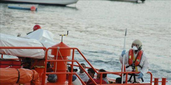 Interceptados 3 menores que llegaron en una patera a La Graciosa, en Canarias