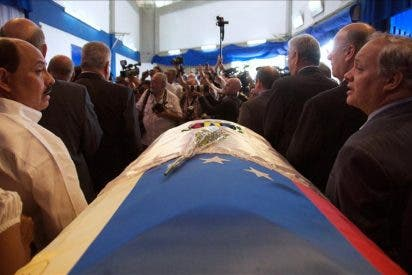 Miles de personas asisten al velatorio del expresidente venezolano Pérez