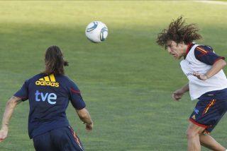 Puyol fue ovacionado por sus compañeros; Villa se retira antes por precaución