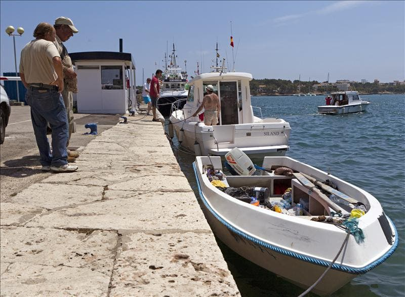 Ocho inmigrantes detenidos tras llegar en patera a Santanyí (Mallorca)