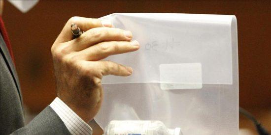 Los investigadores no hallan huellas de Jackson en los frascos de propofol